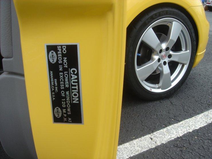 YELOJKT- 2000 reflex yellow 1.8T GLS-empicautionsticker092205.jpg