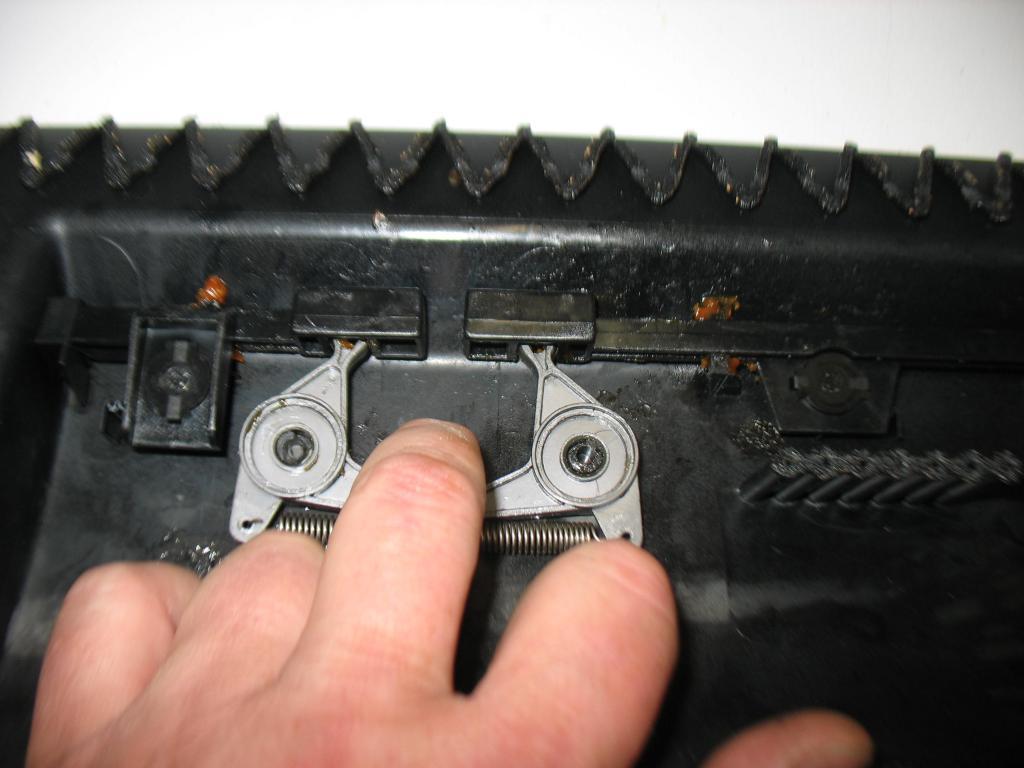 Glove Box Repair - Splitting open the door-img_3610.jpg