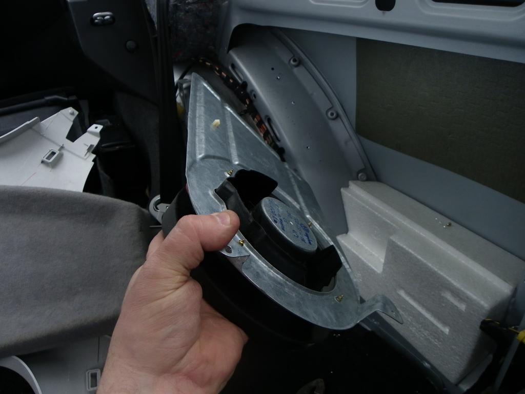 How Do I Replace The Speakers Inside Front Panels Of My 2001 2010 Vw New Beetle Door Wiring Harness Attached Images Files